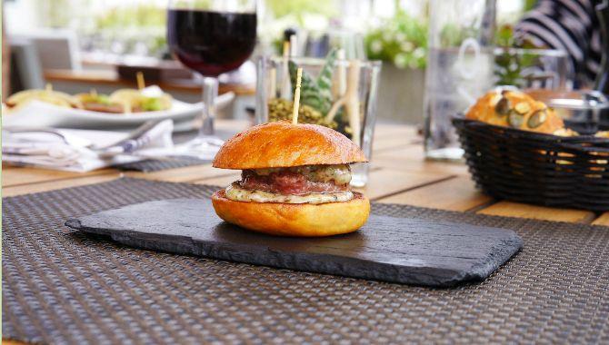 Cannes Beefbar burger