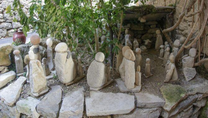 castellet-santons-en-pierre
