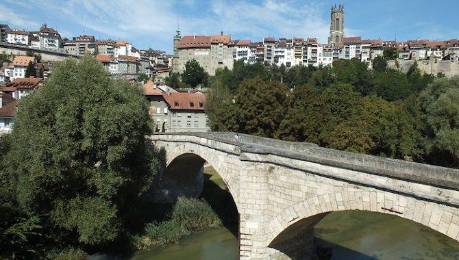 Fribourg pont entre vieille et basse ville