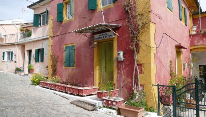 Corfou maison rouge typique