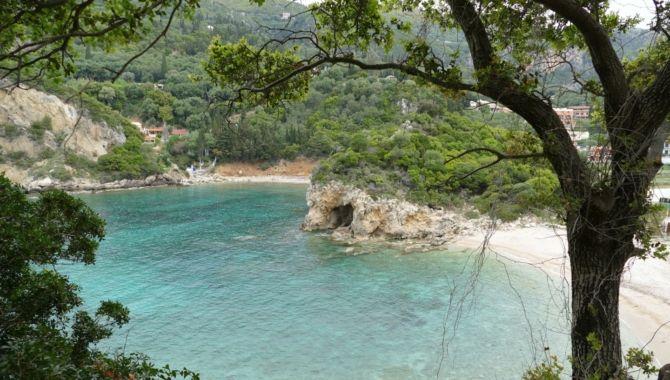 Corfou plage eaux cristallines