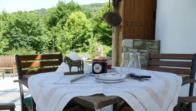 Grece Karaikos farm table