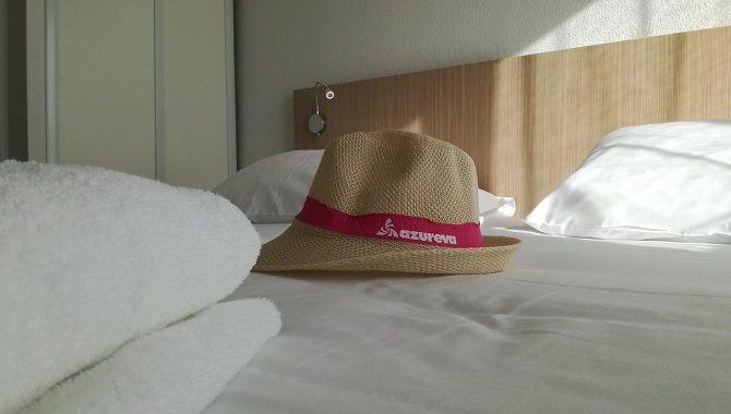 Azureva chapeau