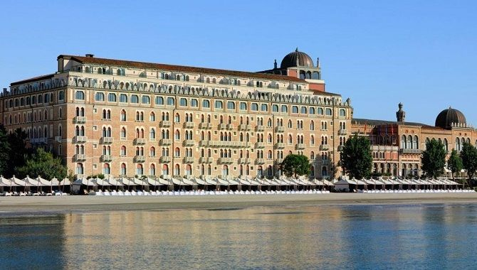 Venise Excelsior facade