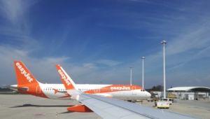 easyJet A320 et aile parking