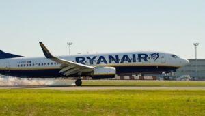 Ryanair B737-800 landing