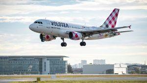 Volotea A319 landing TLS